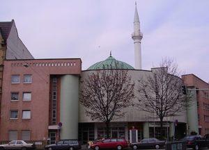 Yavuz Seilim Sultan Moschee Mannheim - Copyright by Immanuel Giel [Public domain]